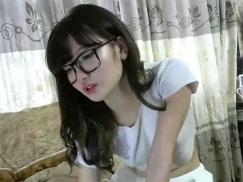 Hường hana lộ clip chat sex thủ dâm trên webcam HD